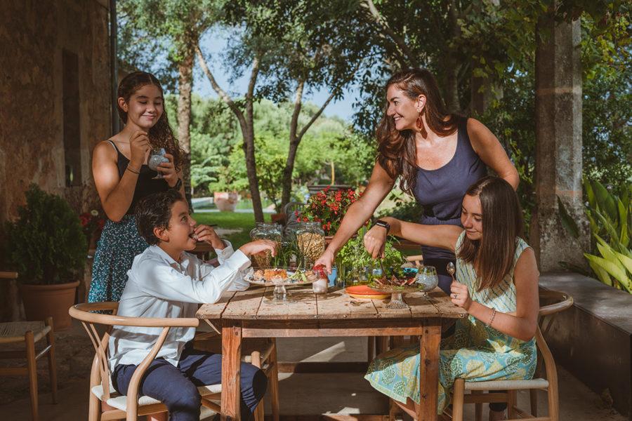 Mariana Salinas family life Mallorca